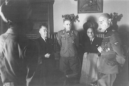 SS-Oberführer Bertling stands on the right, next to A.C.N. Nambiar and Oberst Krappe at the ZFI Berlin, Autumn 1944. (Peter Krappe Collection)